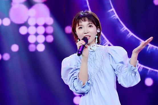 小潘潘出席央视全球中文音乐榜上榜带来金曲串烧