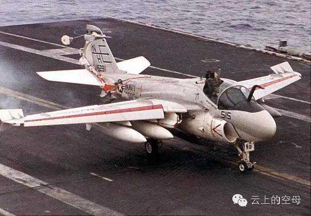 美航母首次部署就遇事故 机组人员命大离奇生还