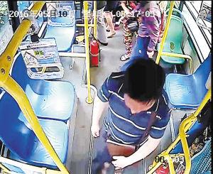 男子公交车上大便 乘客一路捂鼻强忍(图)