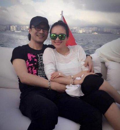 章子怡晒与汪峰甜蜜合影 庆祝结婚一周年