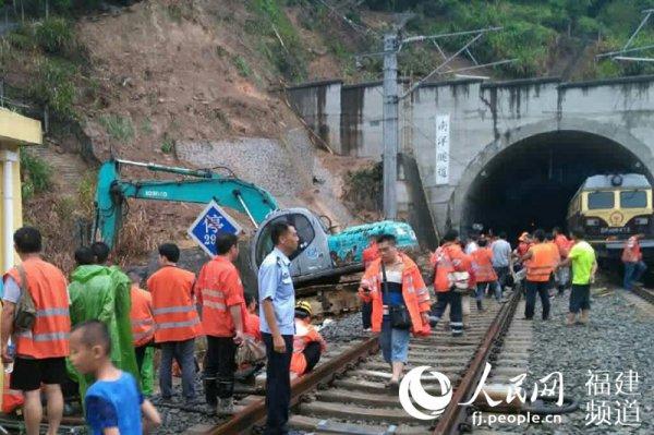 闽铁路已基本抢通 福州加开往北京等地18列动车