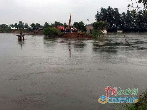 湖北黄梅濯港镇考田河发生溃口 驻赣武警水电部队紧急驰援