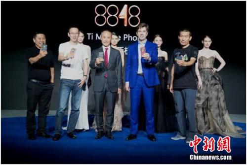 王石力挺吴晓波、胡润助阵 8848钛金手机新品发布