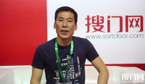 亨力万家总经理徐小平在接受搜门网记者专访
