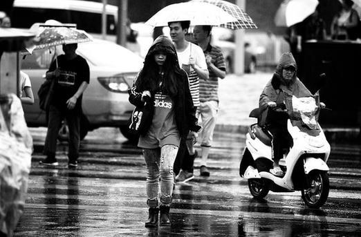 陕西省解除暴雨预警 陕北今仍有雨西安最高32℃